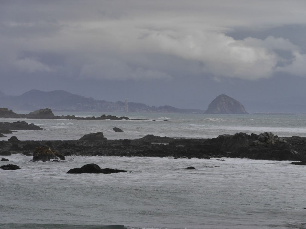 Der Morro Rock am Horizont.
